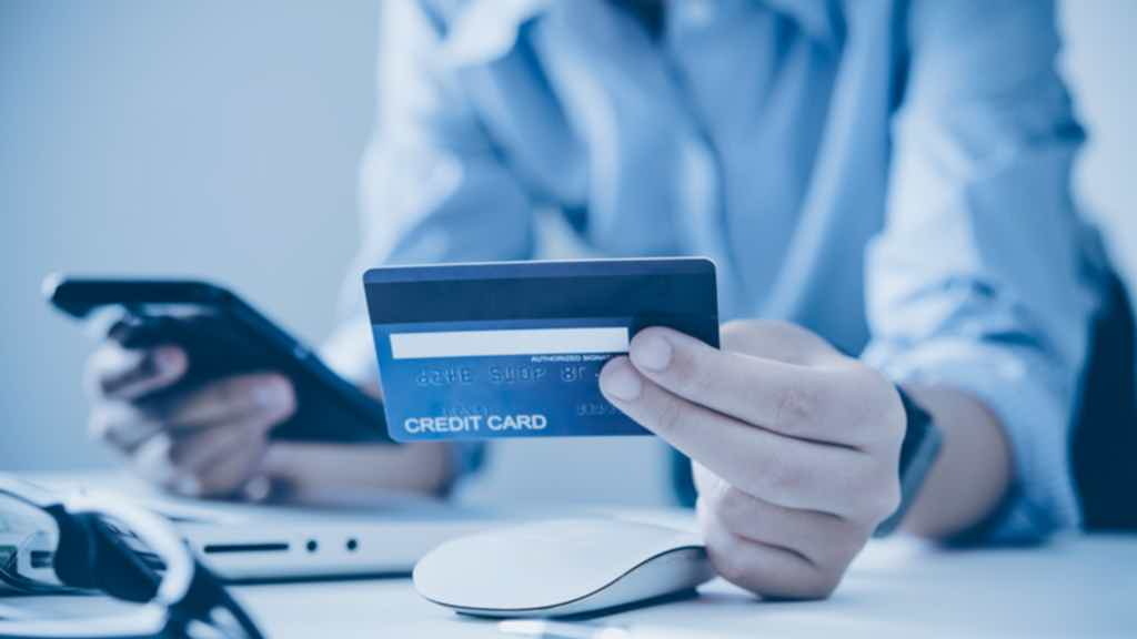 3. Inicie o contato com a central do cartão de crédito