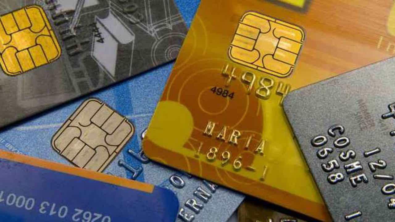 O banco oferece diversos tipos de cartões de crédito e débito.