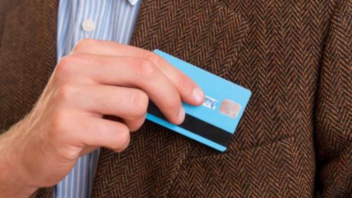 Aposentados e pensionistas do INSS podem solicitar seu cartão de crédito.